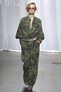 See all the Collection photos from Zadig & Voltaire Spring/Summer 2018 Ready-To-Wear now on British Vogue Women's Runway Fashion, Camo Fashion, Military Fashion, Fashion 2018, Fashion Week, New York Fashion, Lela Rose, Vogue Paris, Diane Von Furstenberg