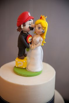 Wedding cake topper Super Mario and Princess Peach with Fire flower ...