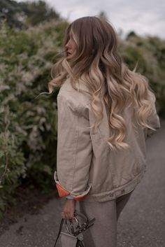 Wavy Autumn Hairstyle For Long Hair. #balayage #blonde #hair #hairstyle
