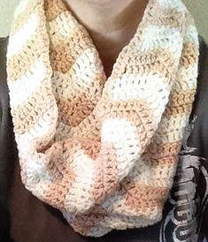 Super Easy Infinity Chevron Pattern Scarf -- beautiful -- free Ravelry download