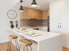 Modern Kitchen polytec RAVINE Natural Oak doors and MELAMINE Classic White Matt doors. Beautiful modern white kitchen with timber highlights. Timber Kitchen, New Kitchen, Kitchen Dining, Kitchen Decor, Kitchen Island, Kitchen Layout, Kitchen Ideas, Long Floating Shelves, Floating Shelves Kitchen