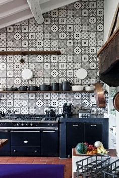 comment bien choisir le carrelage mural dans la cuisine noir et blanc