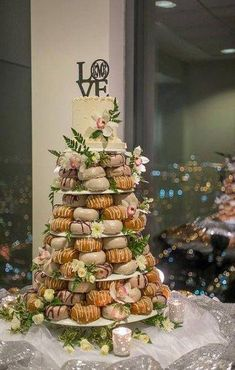 Wedding Day Brunch Foods Donut Tower 40 Tips food wedding party Wood Wedding Cakes, Donut Wedding Cake, Wedding Donuts, Wedding Desserts, Wedding Cake Toppers, Wedding Decorations, Donut Tower, Donut Bar, Doughnut Cake