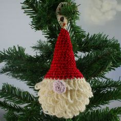 This is the introductory video on our series of 4 videos on how to make an amiugurumi style Father Christmas tree decoration. All terminology used is UK, you...