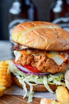 Crispy Spicy Fried Chicken This Spicy Buttermilk Fried Chicken Sandwich is fried to perfection and absolutely heavenly! This Spicy Buttermilk Fried Chicken Sandwich will make you drool! The perfect combination of flavors hot… Roast Beef Sandwich, Buffalo Chicken Sandwiches, Chicken Sandwich Recipes, Fried Chicken Sandwich, Crispy Chicken Burgers, Homemade Sandwich, Burger Recipes, Buttermilk Crispy Chicken, Spicy Fried Chicken