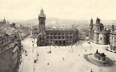 1940 - Staroměstské náměstí kolem roku 1940 - Foto vybral a popisky pořídil facebookový profil Staroměstská radnice v Praze
