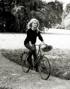 B. Bardot -1961 | Shared from http://hikebike.net