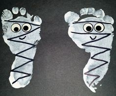 footprint-mummies-halloween-kids-craft