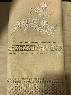 Hand Embroidery Dress, Tambour Embroidery, Couture Embroidery, Hardanger Embroidery, Vintage Embroidery, Embroidery Stitches, Drawn Thread, Quilted Table Runners, Bead Crochet