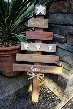 Pallet Christmas Tree by www.threeand.me