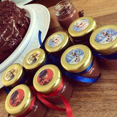 No embalo das férias lançamos os brigadeiros Minions Ladybug e Frozen: lembrancinhas especiais para a festa das crianças #minions #ladybug #frozen #elsafrozen #olaffrozen #lembrancinhainfantil #lembrancinhas #gifts #kids #festainfantil #buffetinfantil #diadascrianças #brigadeiro #brigadeirando #brigadeirodecolher #docilidadegeradocilidade