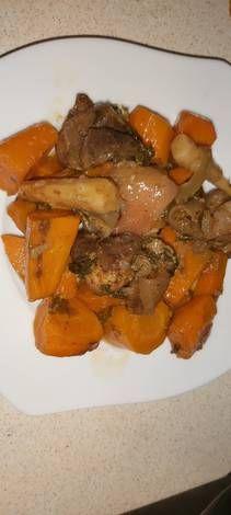 Sült csülökkockák Pot Roast, Chicken, Ethnic Recipes, Food, Carne Asada, Roast Beef, Essen, Meals, Yemek