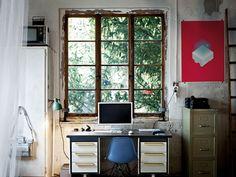 cubotti ikea laccato : Un angolo studio della casa: una vecchia scrivania collocata in ...