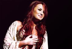 i wish i could pull of red hair. Demi, youre beautifuuulll