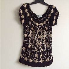 Lauren Mitchelle black/light pink lace top Unique and bohemian Lauren Mitchelle black/light pink lace top. Can be worn on the shoulders as well. Size M but can fit like an M/L. Great condition Lauren Michelle Tops Tees - Short Sleeve