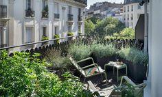Sillón Low Luxembourg · FERMOB · MÁS INFO  LUXEMBOURG Un Icono para tu Jardín, Terraza y Bar   Práctica y romántica, la silla Luxembourg, fue creada en los Talleres de la Ville de París en 1923 para los jardines Luxemburg de