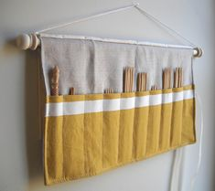 Knitting needle holder, suitable for interchangable set. From: Sweet-savannah, via Flickr