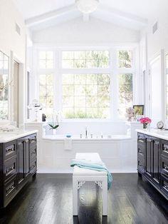 Black + White Bathrooms Ideia de luz no banheiro
