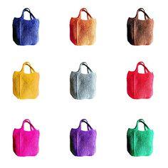 Diy Crochet Rug, Crochet Clutch, Modern Crochet, Crochet Bags, Sparkle Outfit, Black Strappy Heels, Finger Knitting, Macrame Bag, Tote Pattern