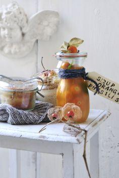Geschenke mit Geschmack: Bratapfelkuchen im Glas, Orangensirup mit Melisse I © GUSTO / Ulrike Köb I www.gusto.at