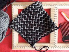 Clase Telar bastidor cuadrado punto Espiga o Sarga dos colores, Tutorial paso a paso estilo Atavikal - YouTube Lucet, Weaving Projects, Loom Weaving, Loom Knitting, Twine, Lana, Diy And Crafts, Coin Purse, Textiles