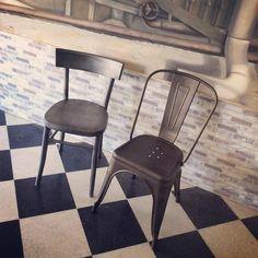 per dare un tocco #vintage alla #saladapranzo o alla #cucina, non possono mancare le #sedie della collezione #retrò. #jazz in #legno e #oldblues in #metallo, con il loro charme d'altri tempi, diventeranno le protagoniste intorno al #tavolo  #interiordesign #essenzalegno #essenzalegnolovesyourhome #lideaèmobile #vintagestyle #retro