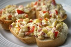 Artichoke Bruschetta: my cousin made this and it was delicious. Simple to make, perfect for tapas party Bruchetta, I Love Food, Good Food, Yummy Food, Bruschetta Recept, Appetizer Recipes, Appetizers, Dip Recipes, Do It Yourself Food