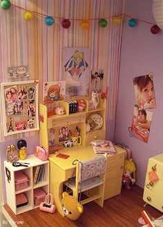Adorable office space for a Blythe-size doll!