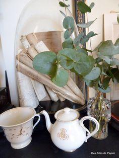Perfumando a casa com pequenos buquês de eucalipto perfumado.