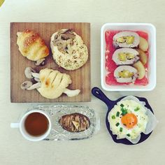 gooooooood morning  dear friiiiiiiiiiday :-D ))) #goodmorning #morning #breakfast #yummy #goodfood #instafood #onthetable  #homemade #foodie #foodstagram #foodphoto #top_food_of_instagram #S_S_iloveBreakfast #朝食 #早餐 #烘培 #パン #baking #bread #mushrooms_bread #roastedapple_sweetpotatoporkroll_grapefruit #greenonion_cheese_softboiledegg