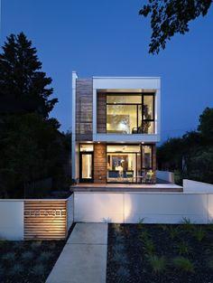 Unique modernist design in Edmonton: LG House by architecture studio Thirdstone Inc Residential Architecture, Contemporary Architecture, Interior Architecture, Modern Contemporary, Design Exterior, Modern Exterior, Facade Design, Narrow House, Facade House