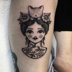8 tasteful cat tattoos you'll actually want to get — BOHX Pretty Tattoos, Love Tattoos, Beautiful Tattoos, Body Art Tattoos, Cat Tattoos, Tatoos, 4 Tattoo, Piercing Tattoo, Back Tattoo