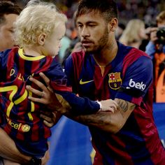 Neymar And Davi-Awee he's such a good dad.
