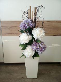 Orchid Flower Arrangements, Easter Flowers, Happy House, Ikebana, Silk Flowers, Girls Bedroom, Margarita, Orchids, Vase