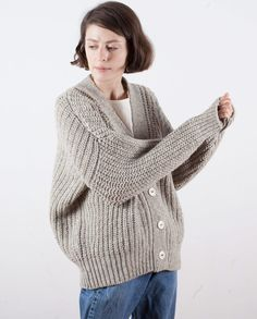 Perfect long sleeve cardigan in chunky texture. Knitted with undyed Spanish wool, it could not be more natural. Very versatile knit ideal for everyday wear.