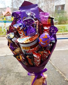 trendy Ideas for chocolate bouquet homemade Food Bouquet, Gift Bouquet, Candy Bouquet, Valentines Day Food, Valentine Gifts, Homemade Gifts, Diy Gifts, Bouquet Cadeau, Chocolate Flowers Bouquet