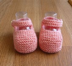 Ravelry: Baby Booties pattern by Knot Sew Prisca Knit Baby Booties Pattern Free, Knit Baby Shoes, Beginner Knitting Projects, Knitting For Beginners, Knitting Videos, Baby Knitting, Crochet Baby, Knitted Bags, Knitting Patterns