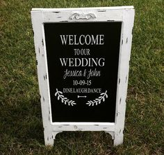 Welcome Wedding Chalk Board Sign // Wedding por cmorrisdesigns
