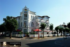Ostseebad Binz Mansions, House Styles, Home Decor, Island, Pictures, Decoration Home, Manor Houses, Room Decor, Villas
