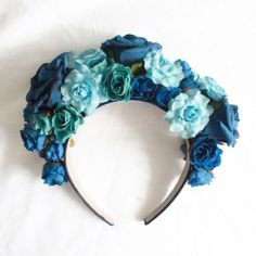 Lana Del Rey Born To Die Blue Flower Crown ❤ liked on Polyvore featuring accessories, hair accessories, floral crown, flower garland, blue garland, floral garland and blue hair accessories