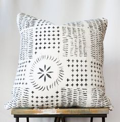 """Authentic African Mud Cloth Pillow // White With Black Tribal Pattern // DOWN INSERT INCLUDED (18"""", 22"""" or Lumbar)"""