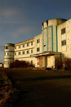 Ruins of the Midland Hotel, Morecambe Abandoned Buildings, Abandoned Places, Midland Hotel, Hotel Secrets, Beautiful Ruins, Morecambe, Art Deco Buildings, Art Deco Home, Queen