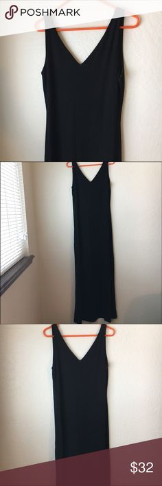 Lauren Ralph Lauren Black V-Neck Dress This Lauren Ralph Lauren Black V-Neck Dress is in great preloved condition! Such a flattering dress to dress up or down. Size Large. 70% Rayon and 30% Polyester. Back if Dress also has a V neck line - see pics. Letting go for Love it or List it 😬🙏🏼👍🙌🏻 Lauren Ralph Lauren Dresses Maxi