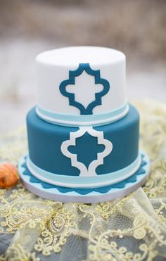Beautiful Cake Pictures: Pretty Blue & White Patterned Little Cake - Blue Cakes, Patterned Cakes - Beautiful Cake Pictures, Beautiful Cakes, Amazing Cakes, Birthday Cakes Delivered, Special Birthday Cakes, White Cakes, Blue Cakes, Fondant Cakes, Cupcake Cakes