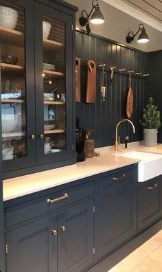 primitive black kitchen table and chairs Home Decor Kitchen, Kitchen Living, Interior Design Kitchen, New Kitchen, Interior Livingroom, Interior Plants, Kitchen Paint, Interior Ideas, Kitchen Ideas