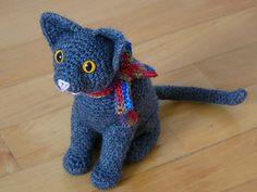Kitty Cat sitting free crochet pattern by Roswitha Mueller