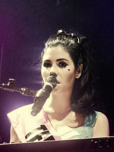 Marina and the diamonds singing and playing the piano