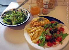 Almoço: massa de milho com linhaça, omelete com ricota e semente de chia, salada e brócolis cozido no vapor para colocar na massa. Suco de tangerina para acompanhar. #liacaldas40 #healthyfood #alimentacao #alimentacaosaudavel #nutricao #qualidadedevida #emagrecer #emagrecimento #weightloss #fatloss #dieta #dieting #eatclean #saudavel #fitness