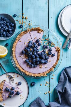 The creamiest blueberry and lemon filling with a crunchy granola crust Blueberry Custard Pie, Blueberry Crunch, Tart Recipes, Greek Recipes, No Bake Desserts, Delicious Desserts, Nut Cheese, Banoffee Pie, Shortcrust Pastry