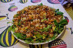 LAS RECETAS DE ANGELINES : ENSALADA DE GAMBAS, AGUACATE Y CEBOLLA FRITA Kung Pao Chicken, Potato Salad, Potatoes, Ethnic Recipes, Cold, Prawn Salad, Homemade Recipe, Onion, Avocado